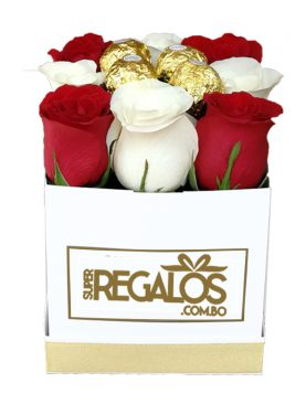Caja cuadrada con rosas y chocolates