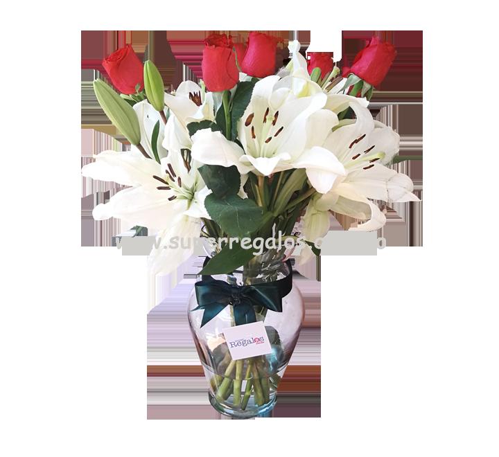 Florero con rosas y lirios