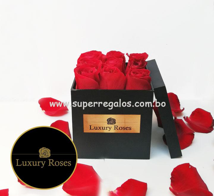 Caja de madera con 9 rosas - Luxury Roses