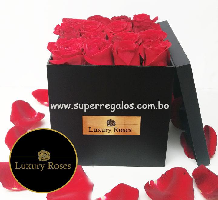 Caja de madera con 16 rosas - Luxury Roses