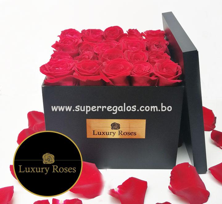 Caja de madera con 25 rosas - Luxury Roses