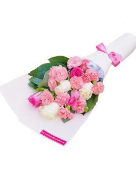 Ramo de rosas combinadas y clavelines