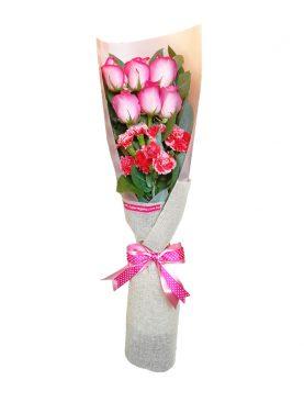 Ramo de rosas y clavelines