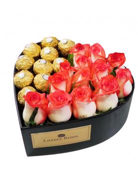 Corazón de madera con rosas y chocolates