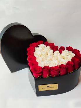 Corazón de madera con rosas mediano
